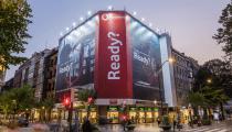 lona publicitaria de vodafone que combate medio ambiente
